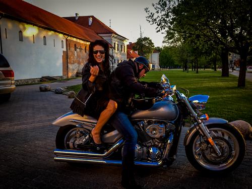 Motociklo-su-vairuotoju-nuoma