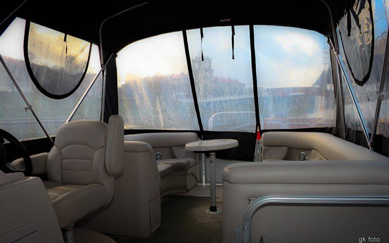 Pontoninis-laivas-Limuzinas-salonas