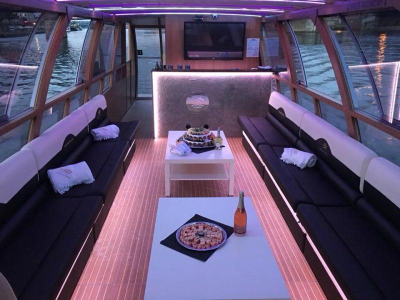 Laivo-vidus-stalas