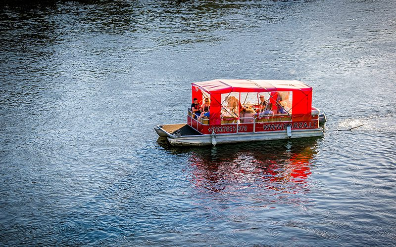 Plaukimas-laivu-Nerimi